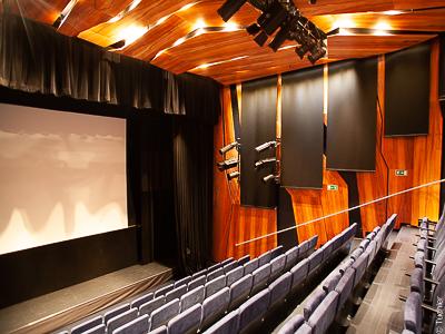 Europark Salzburg - technika sceniczna, wciągarki teatralne linowe i rolety akustyczne