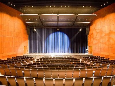 Koncertní divadlo Coesfeld - Jevištní závěsy, hlavní opona, taneční povrch