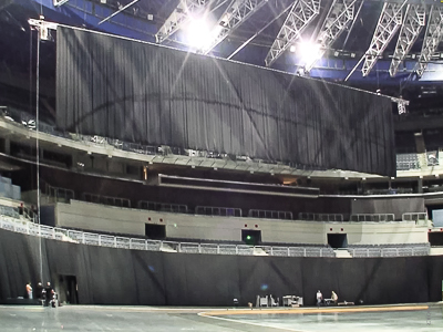 O2-Arena Prague: Chain hoist system as a gathering and lifting mechanism for the stage backdrop