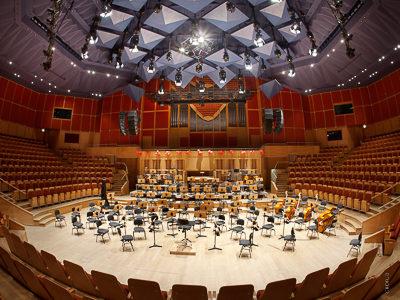 Polská - baltická - filharmonie - Gdaňsk: Soustava řetězovývh kladkostrojů a tahových tyčí