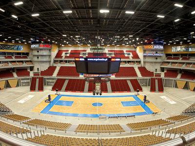 ERGO Arena Danzig: Kettenzuganlage für den LED-Screen Cube