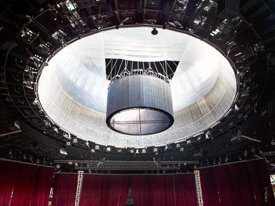 Sporthalle Katowice: Kettenzuganlage für LED-Wall in Mehrzweckhalle