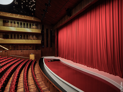 Musiktheater Linz stage curtains and projection screens