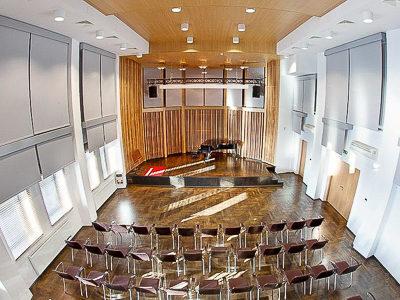 Musikschule Krakau: Akustikrollos und Akustikvorhänge