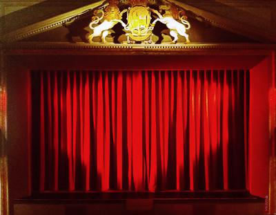 Theater Celle: Hauptvorhang und Bühnenaushang