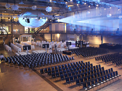 Room-dividing curtains with acoustic effect for the spreitenbach environmental arena