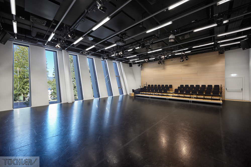 AT_Linz_Bruckner Uni_Saal mit Manero Classic und Tanzbelag Consor_102018_80dpi_1000pix