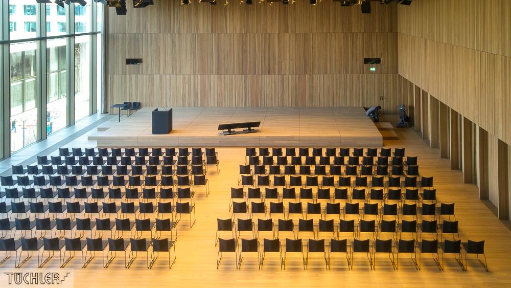 CH_Kaiseraugst_Auditorium A_Totale Saal mit Bühne aus Bühnenpodest Zoom und Motorpodest Front _80dpi_1000pi
