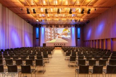 CH_Kaiseraugst_Auditorium A_Totale Saal Front-Bearbeitet_80dpi_1000pi