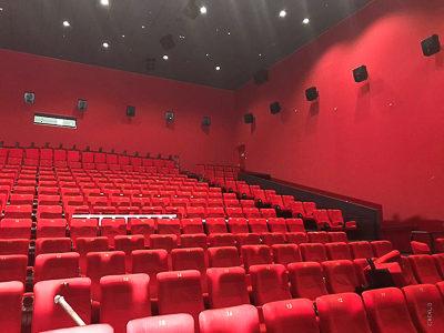 Pokrycie ścian w kinie Cinestar Pilsen