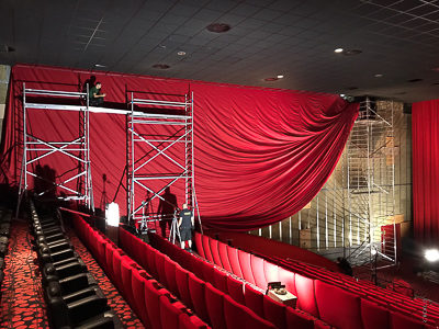 Pokrycie ścian w kinie Cinestar Ostrava