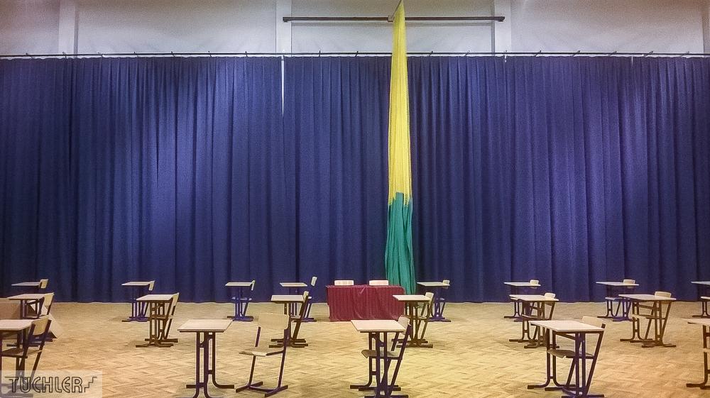 PLN_Karniewo_Sporthalle Ausschnitt Vorhang Sunblock Soft TT2 mti Fahne_2017_Kotary 3_80dpi_1000pix