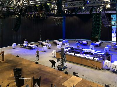 Verdunkelungsvorhänge für die Eingangshalle der Musik- und Kongresshalle Lübeck
