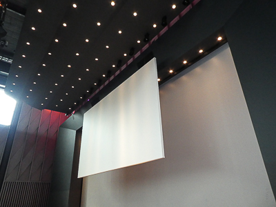 Projection screen with lift for lowering, Trafo Baden