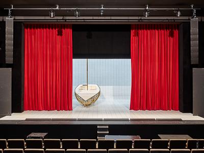 Hauptvorhang, Vorhangzuganlage und Rollbildwände 9x9m, Haus der Musik Innsbruck
