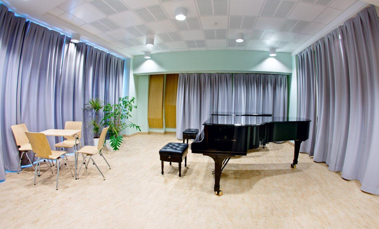 Musikschule Krakau: Akustikrollos und Vorhänge