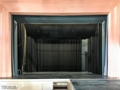 DE_Penzberg_Bühne Hauptvorhang Mahler CS_Totale2_2017_80dpi_1000pix