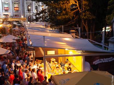 Stropní plachty pro gastroboxy při Filmovém festivalu na Rathausplatz, Vídeň