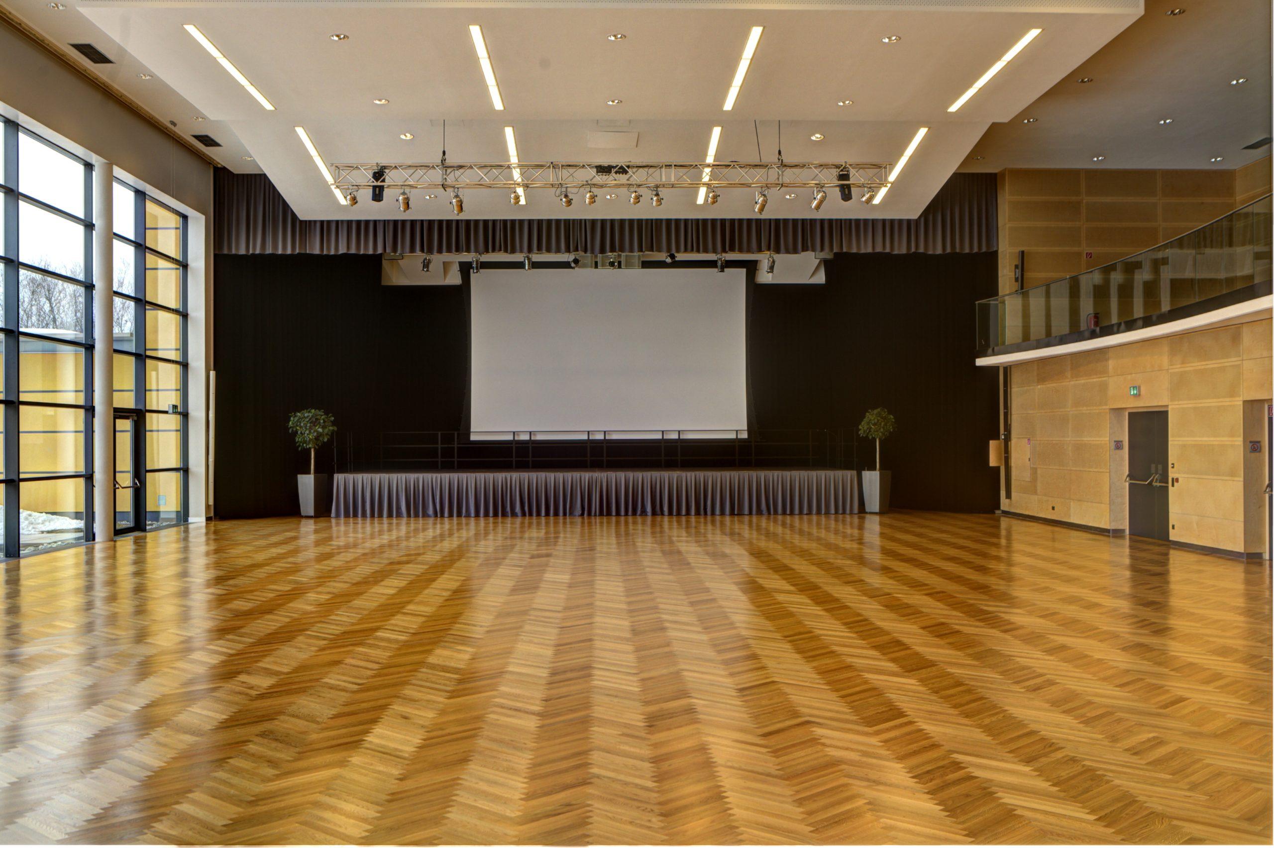 VAZ Krieglach: Bühnentechnik und Bühnenvorhänge aus einer Hand