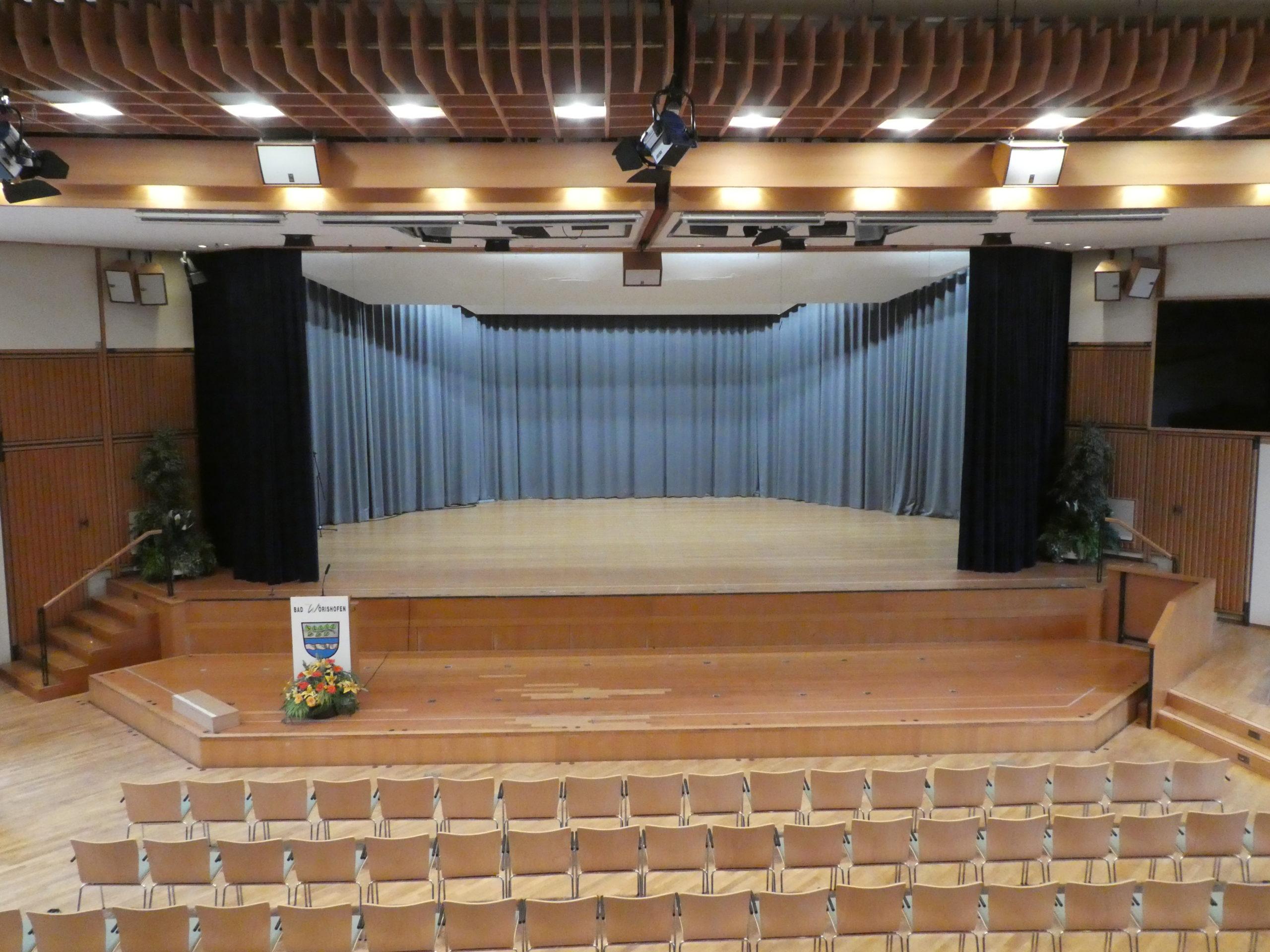 Bad Wörishofen: Elektro-Vorhangzuganlage mit Bühnenvorhang für den Kursaal