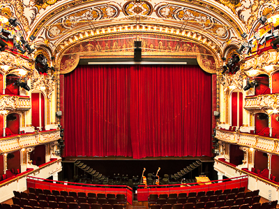 Hauptvorhang als Wagnerzug der Oper Graz