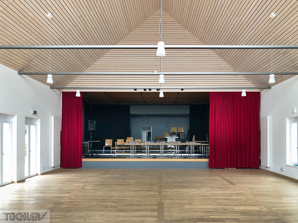 DE_Lutzingen_IBL_Interkommunales Bürger und Kulturzentrum_Bühnenvorhang aus Bühnenvelour Ansicht Frontal offen_80dpi_1000pix