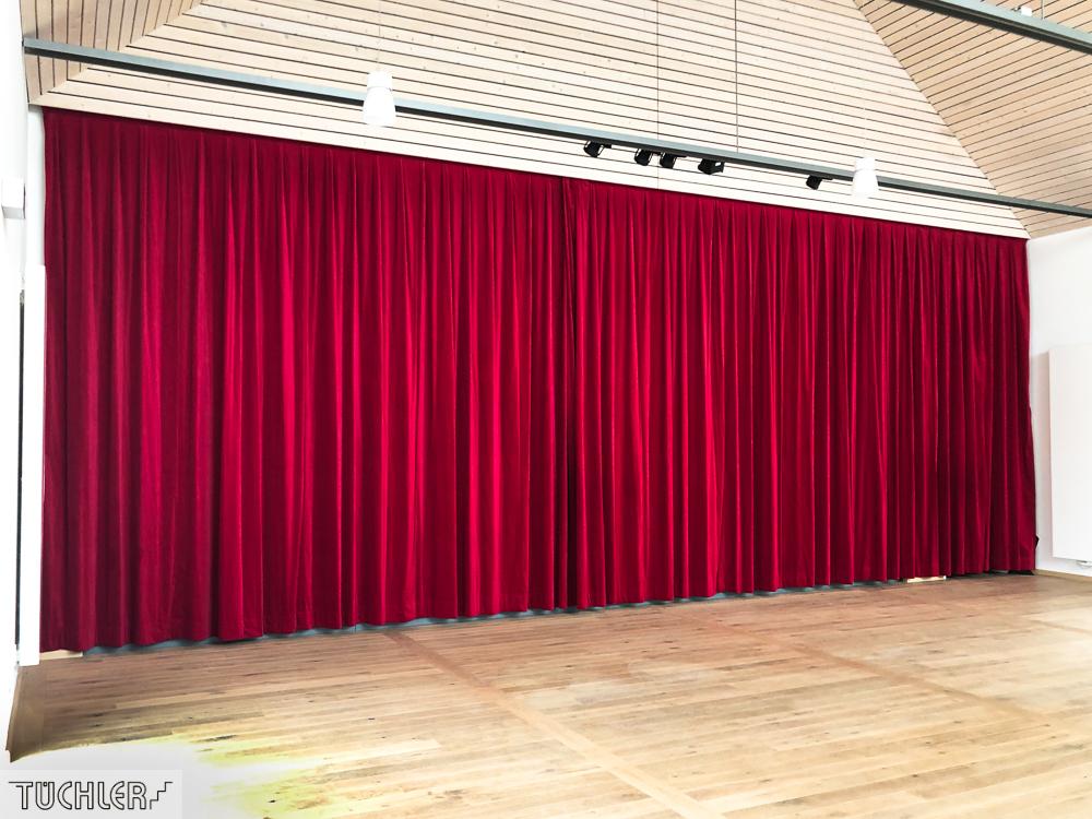 DE_Lutzingen_IBL_Interkommunales Bürger und Kulturzentrum_Bühnenvorhang aus Bühnenvelour Ansicht Frontal schräg_80dpi_1000pix