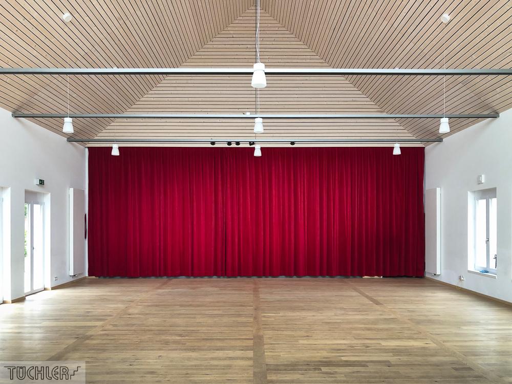 DE_Lutzingen_IBL_Interkommunales Bürger und Kulturzentrum_Bühnenvorhang aus Bühnenvelour Ansicht Frontal_80dpi_1000pix