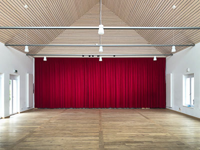 Stage curtain made of stage velour with curtain track for heavy curtains in the Civic Centre IBL Lutzingen