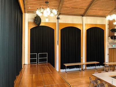 Hauptvorhang, Fensterverdunkelung und Lautsprecherabdeckungen für den Stadtsaal Aschheim