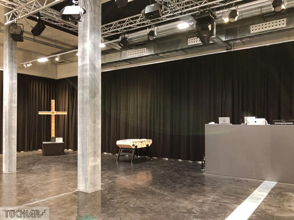 CH_Winterthur_GvC_Jugendkirche_Veranstaltungsaal_Akustikvorhänge_Ansicht Regiepult